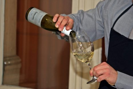 شرب الخمر في المنام وتفسير الحلم