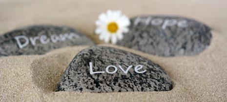 شعر عن الحب Poetry about love