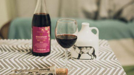 تفسير حلم رؤية شرب الخمر أو الخمور في المنام