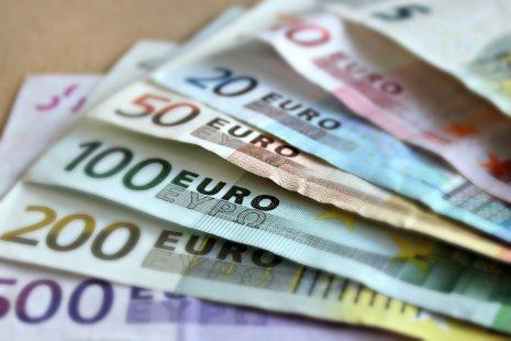 تفسير حلم رؤية النقود الورقية في المنام لابن سيرين