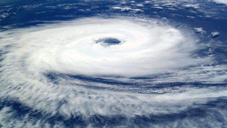 تفسير رؤية الرياح والعواصف في حلم المنام