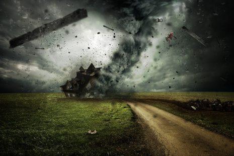 تفسير حلم رؤية الرياح والعواصف للبنت العزباء