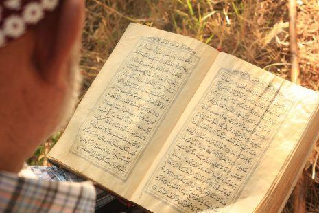 تفسير حلم ميت يقرأ القرآن في المنام لابن سيرين