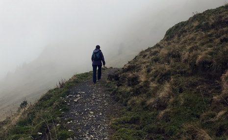 تفسير حلم رؤية صعود الجبل أو نزول الجبل في المنام